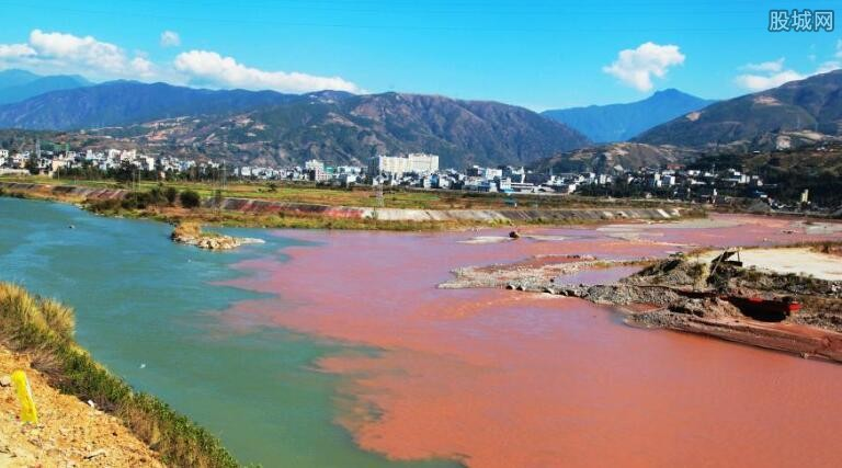 四川现阴阳河景观 唯美的景色着实让人赞叹不已