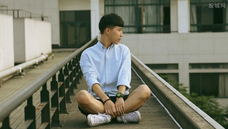 陈怡阳台门事件 台湾90后学生教学楼天台爱爱