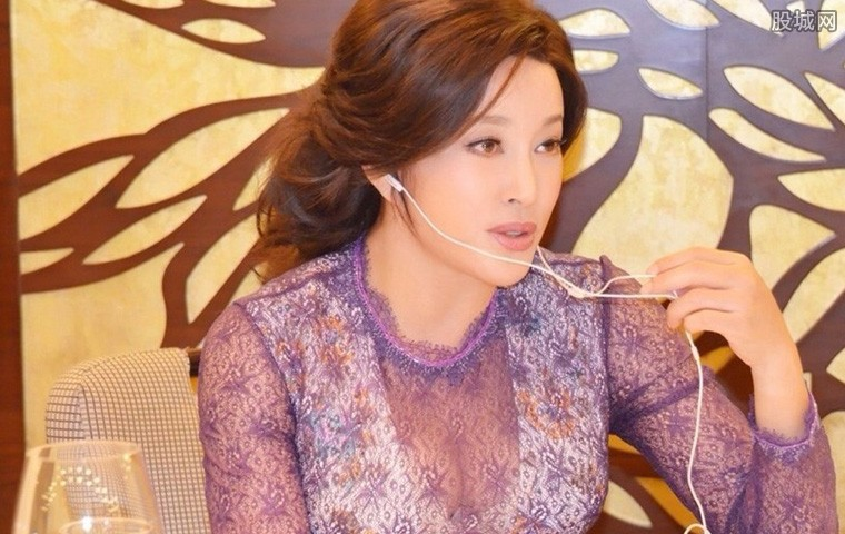劉曉慶坐牢時的照片 不堪重負失聲痛哭
