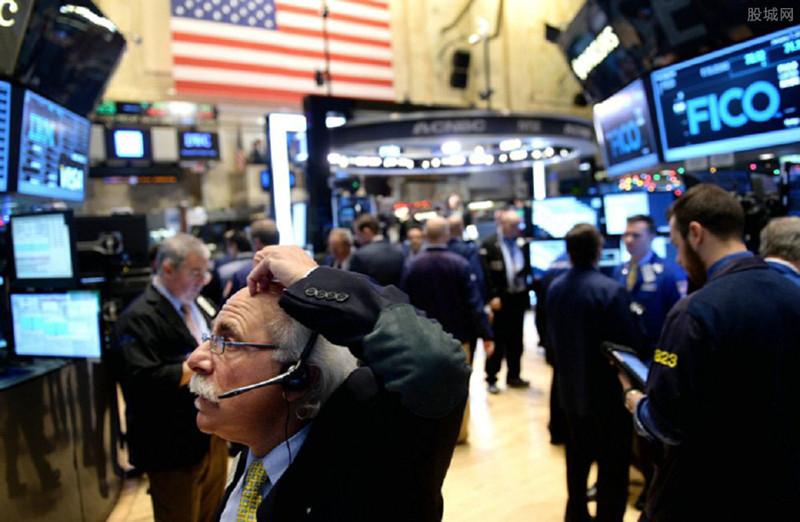 美国股市强劲反弹