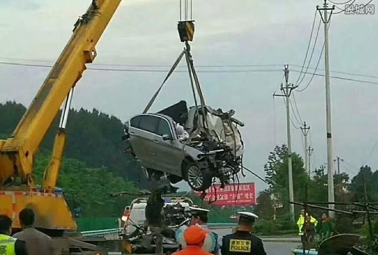 贵州宝马车祸现场