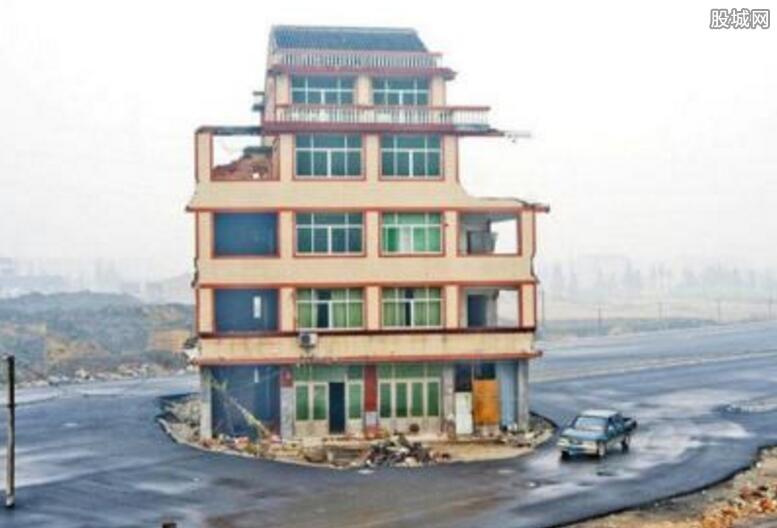 浙江温岭钉子户五层楼房矗立路中间
