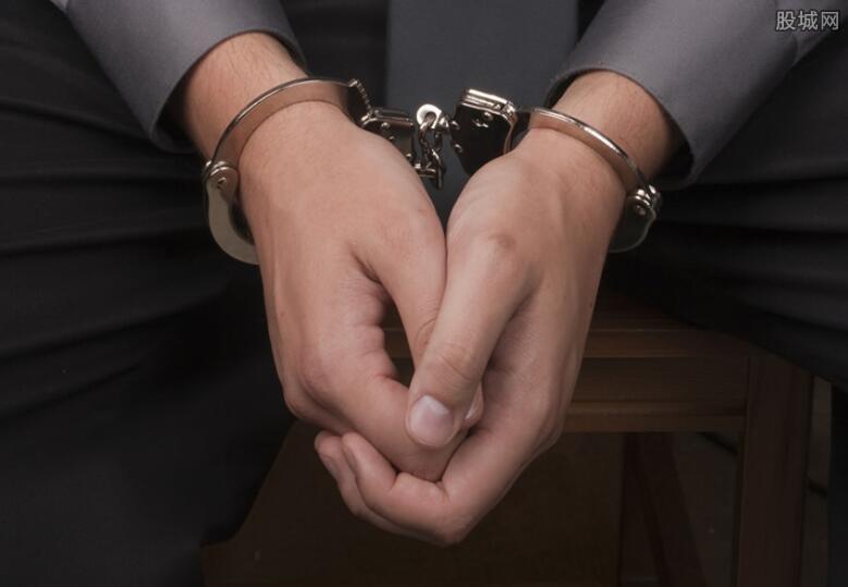 夫妻联手行窃被拘留