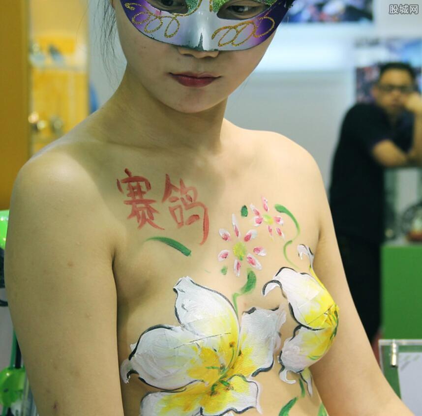 绘画师现场人体彩绘