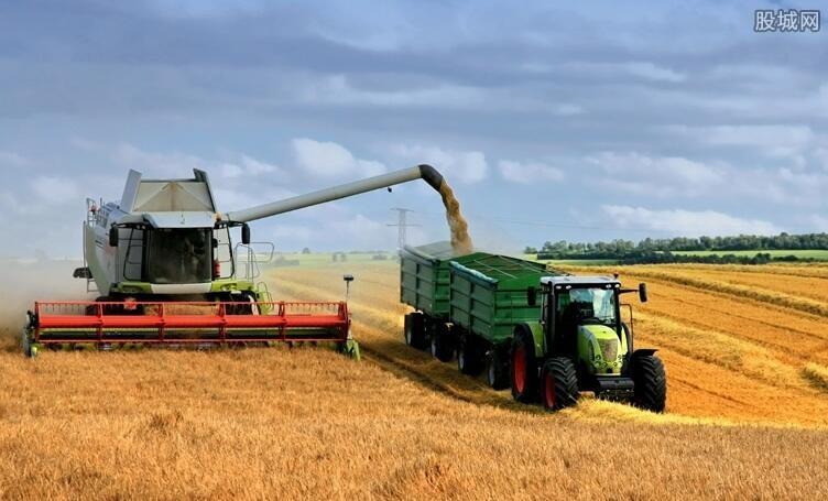 无人驾驶拖拉机亮相 农机无人驾驶迎来大利好图片