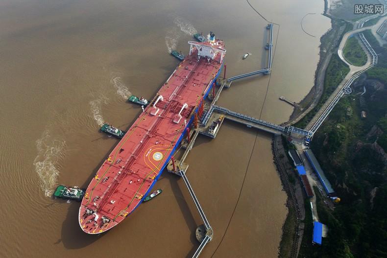 美国30万吨油轮被炸