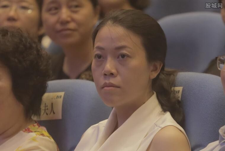 杨惠妍全国奉献奖引关注