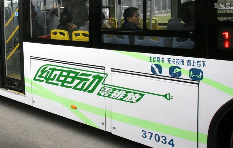 贵州公交坠江事件