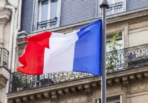 法国封国后超市被抢购一空该国疫情出现反弹