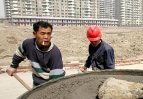 国务院出手根治拖欠农民工工资 明年开始执行