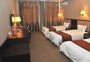 泰山景区回应酒店价高游客厕所过夜 不存在坐地起价