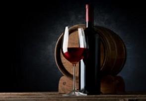 法国葡萄酒行业预计损失50%产量原因是什么?